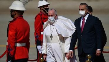 الكاظمي يستقبل بابا الفاتيكان في أول زيارة له لبغداد على أرض المطار