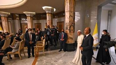 """البابا فرنسيس في كلمة في """"قصر بغداد"""": رسالات الأديان تدعو للسلام والتعايش المشترك، ويجب الاتحاد لمواجهة تحديات فرضتها جائحة كورونا"""