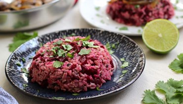 أرزّ بالشمندر: خلطة سحريّة لتزيين المائدة
