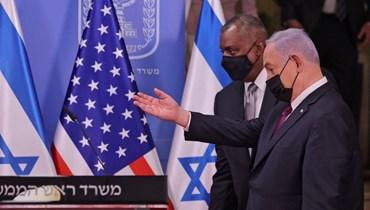 رئيس الوزراء الاسرائيلي بنيامين نتنياهو ووزير الدفاع الاميركي لويد أوستن في القدس أمس.   (أ ف ب)