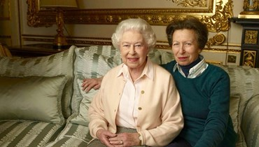 الأميرة آن ووالدتها الملكة إليزابيث (أ ف ب).