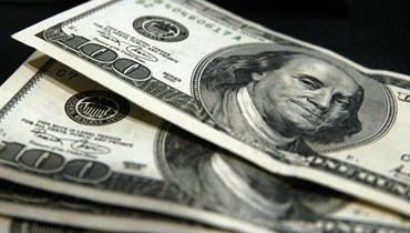 الدولار ينخفض إلى أدنى مستوى.
