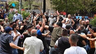 صباح الثلثاء: القضاء يُشعل حرباً أهليّة وتجهُّم وجه لبنان الماليّ يُنذر بالأسوأ... هل من يمنع تفكّك البلد؟