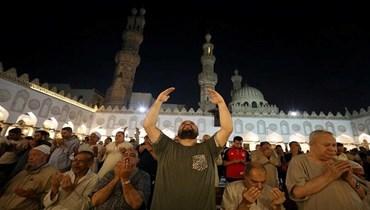 سيدة مصرية ترشي إمام جامع للدعاء على زوجها في الصلاة