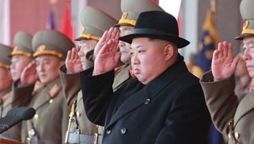 """الزعيم الكوري الشمالي كيم جونغ أون يحضر استعراضاً عسكرياً لجيشه - """"أ ب"""""""
