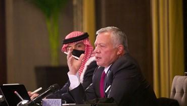 الملك عبدالله الثاني خلال لقائه شخصيات من محافظات اردنية عدة (22 نيسان 2021، الديوان الملكي الهاشمي).