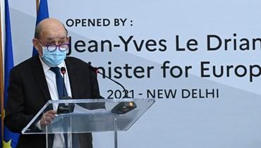لو دريان متكلما على تعزيز العمل العالمي ضد تغير المناخ خلال لقاء في السفارة الفرنسية في نيودلهي (14 نيسان 2021، أ ف ب).