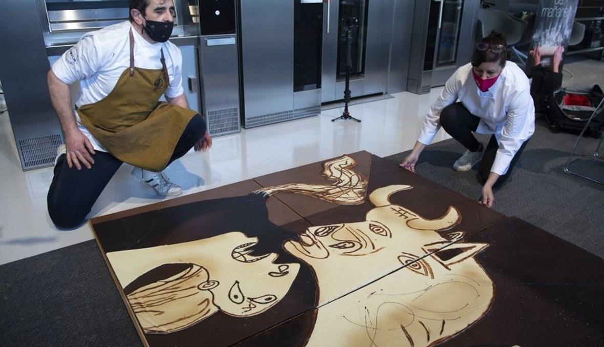 لوحة (غيرنيكا) لبيكاسو من الشوكولا (أ ف ب).