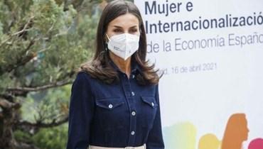 """ليتيزيا ملكة إسبانيا تعيد تدوير فستان """"هوغو بوس""""... كم سعره؟"""