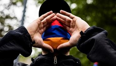 متظاهر أرمني أمام السفارة التركية في واشنطن، في الذكرى 106 للإبادة الجماعية للأرمن (أ ف ب- 24 نيسان 2021).