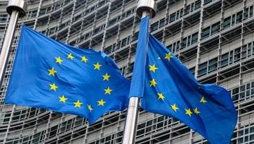 علما الاتحاد الأوروبي أمام المفوضية الأوروبية في بروكسيل (أ ف ب).
