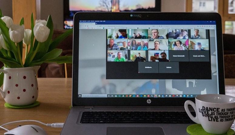 اجتماعات افتراضية