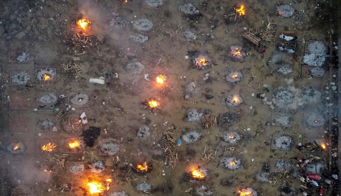 صورة لحرق جثث ضحايا كورونا في الهند