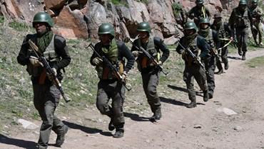 جنود هنود يشاركون في مناورات عسكرية قيرغيزية- هندية مشتركة خارج بيشكيك (26 نيسان 2021، أ ف ب).