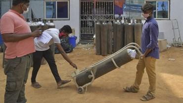 الهند تعاني من نقص بالأوكسيجين (أ ف ب).