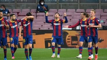 لاعبو برشلونة (أ ف ب).