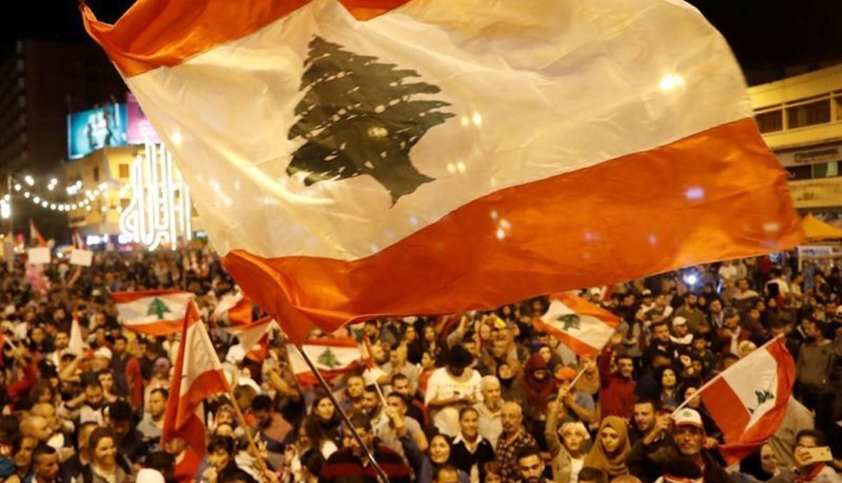 """من مشهدية ثورة تشرين في طرابلس. (الصورة عن """"أ.ف.ب"""")."""