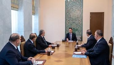 الأسد مجتمعا برئيس مجلس الوزراء حسين عرنوس وعدد من الوزراء (17 نيسان 2021، الرئاسة السورية).