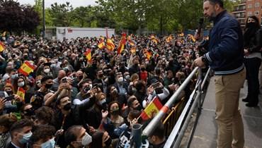 زعيم حزب فوكس اليميني المتطرف سانتياغو أباسكال خلال تجمع انتخابي في سان سيباستيان دي لوس رييس، بالقرب من مدريد (24 نيسان 2021، أ ف ب).