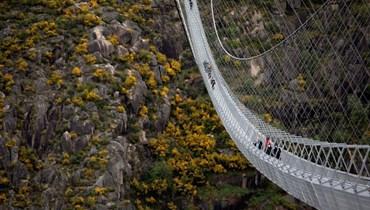 جسر مشاة في البرتغال يخطف الأنفاس
