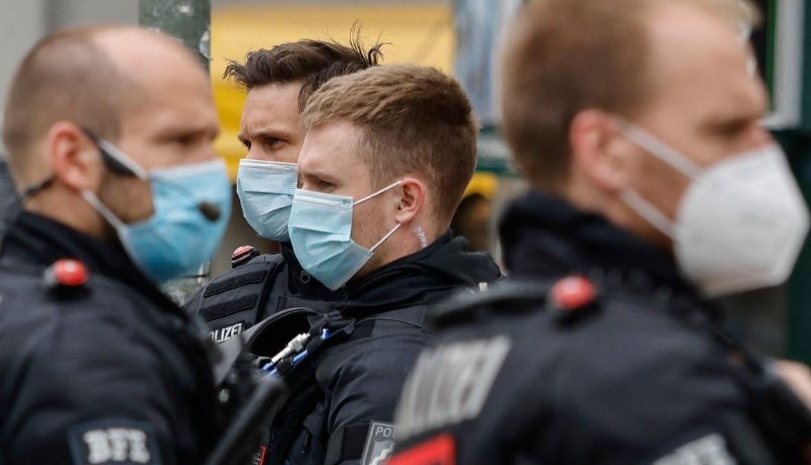 شرطيون انتشروا في حي كروزبرغ في برلين، خلال تظاهرات (1 ايار 2021، أ ف ب).