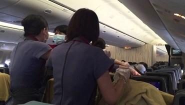 بالفيديو: ولادة على متن طائرة.. والصدمة الأم لم تكن تعلم!!