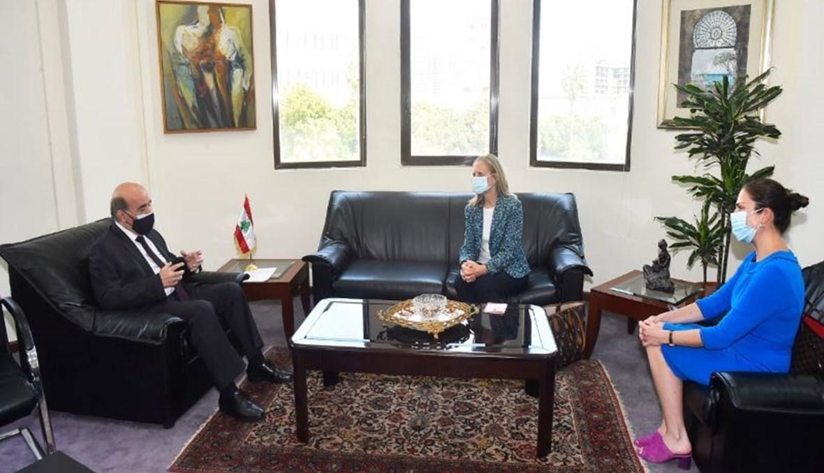 وهبه عرض مع سفيرة كندا العلاقات الثنائية