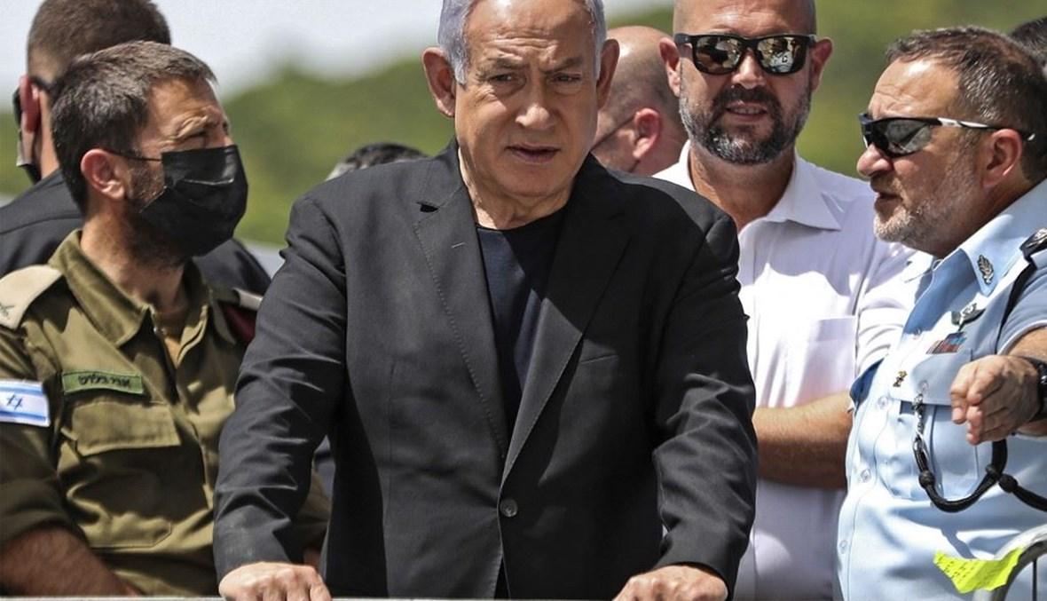 رئيس الوزراء الاسائيلي بنيامين نتنياهو خلال تفقده مكان التدافع المميت في جبل الجرمق في 30 نيسان الماضي. (أ ف ب)