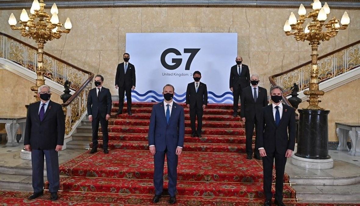 الممثل الاعلى للاتحاد الاوروبي جوزيب بوريل - الى اليسار - ووزراء الخارجية لمجموعة الدول الصناعية السبع الكبرى في صورة تذكارية خلال إجتماعهم في لندن أمس.(أ ف ب)