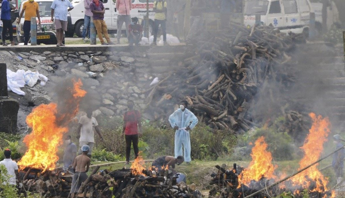 مكان حرق جثث المتوفين بكورونا في الهند (ا ف ب)