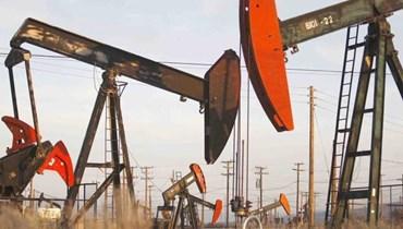 أسعار النفط تغلق بلا تغيّر يُذكر على الرغم من هبوط حاد في المخزونات الأميركية