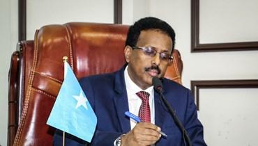 الرئيس الصومالي محمد عبد الله محمد مشاركا في الجمعية الخاصة للتخلي عن تمديد فترة رئاسته لمدة عامين، في فيلا هرغيسا في مقديشو (1 ايار 2021، ا ف ب).