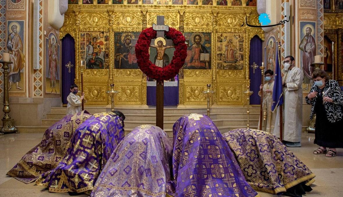 من مراسم الجمعة العظيمة في كنيسة القديس جاورجيوس للروم الأورثوذكس في وسط بيروت (تصوير نبيل إسماعيل).