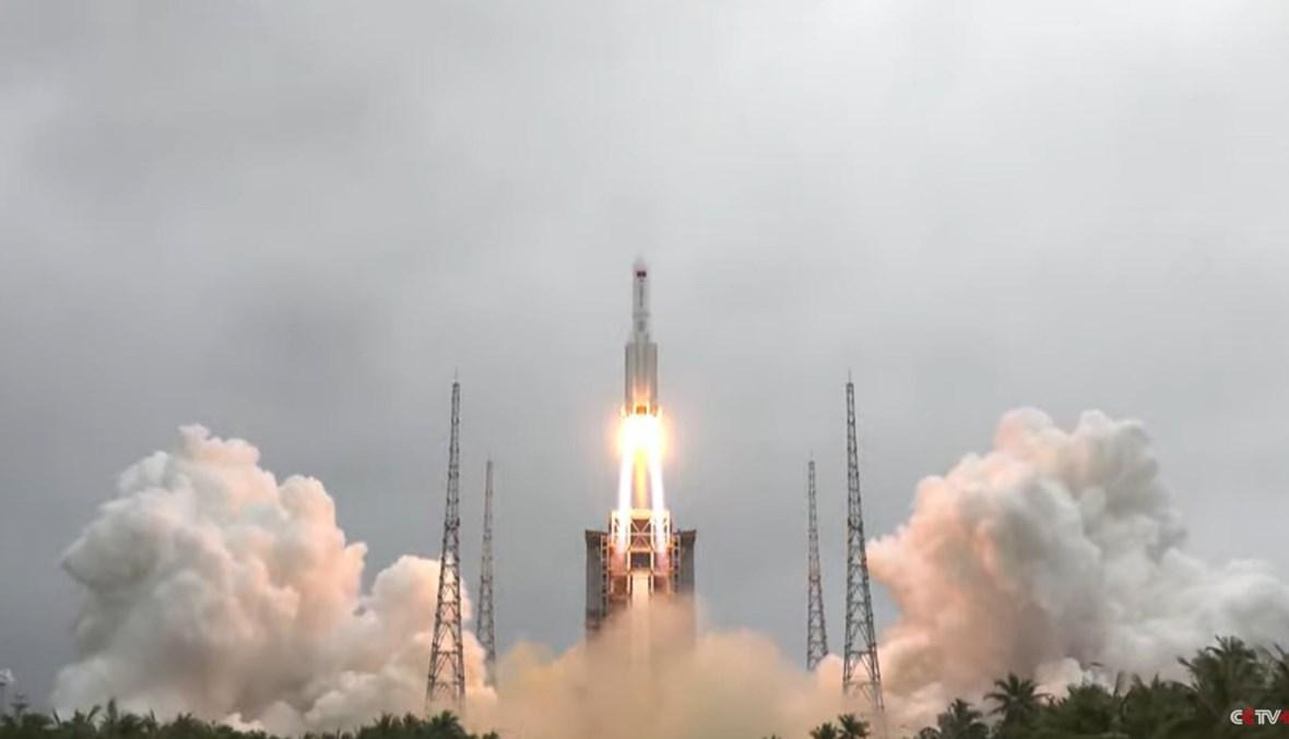 صورة للصاروخ الصيني عند انطلاقه