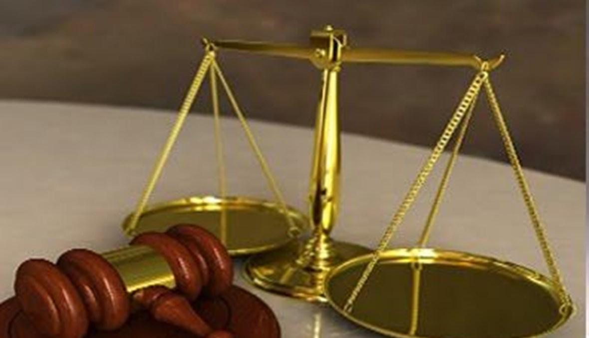 العدل بين القضاء والسياسة