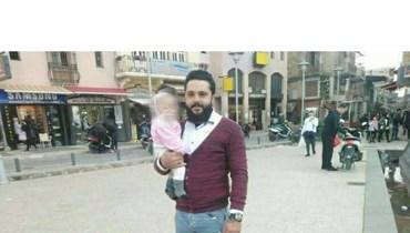 على نافذة منزله عُثر عليه مشنوقاً بحبل... رحل حسين ميتّماً طفلَيه