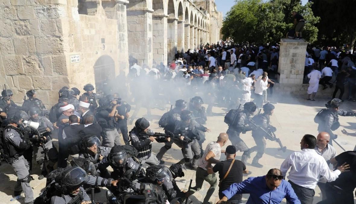 صورة لاعتداءات قوات الاحتلال على المصلين