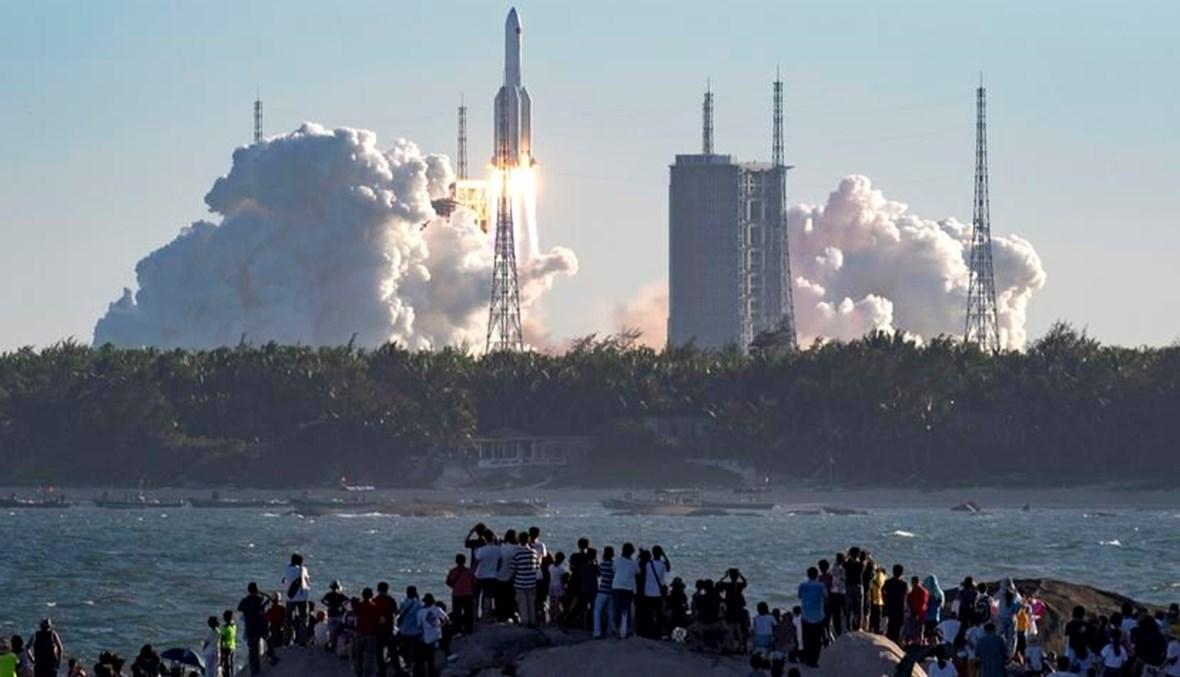 """صاروخ """"لونغ مارتش 5 بي"""" الصيني ينطلق نحو الفضاء - """"أ ب"""""""