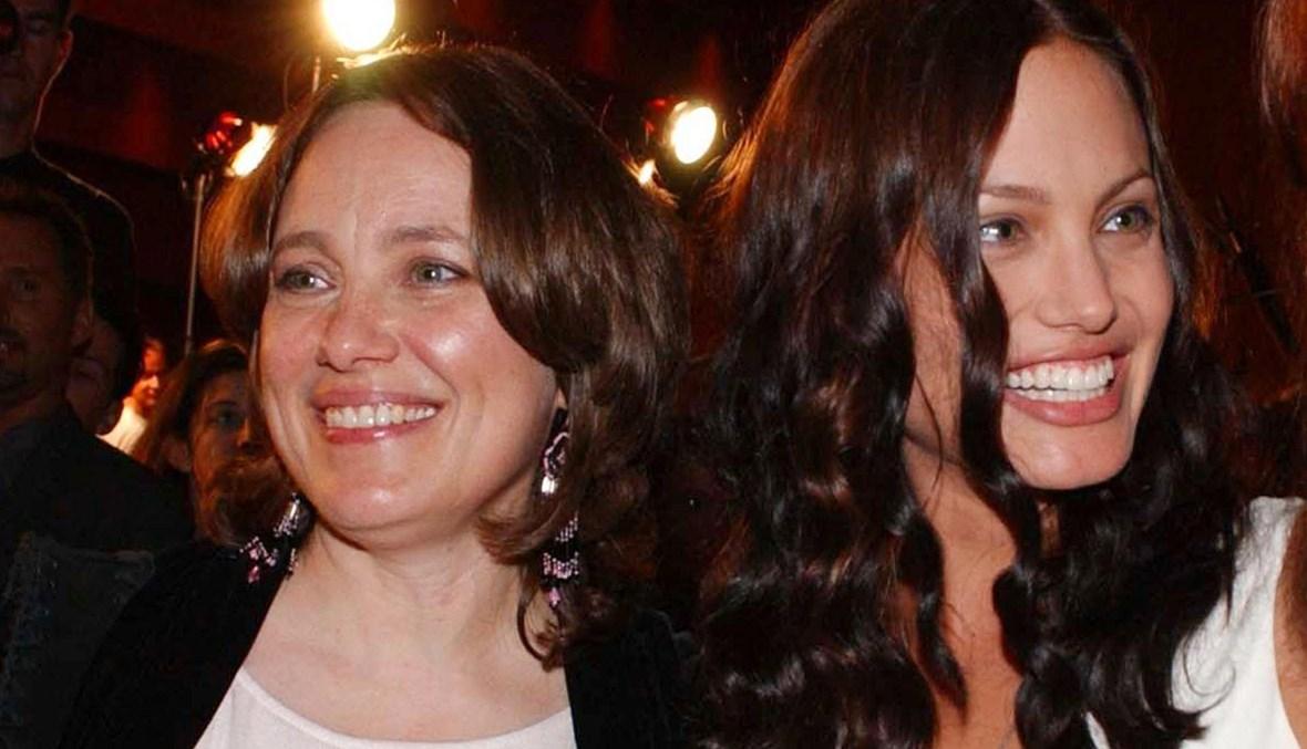 أنجيلينا جولي ووالدتها.
