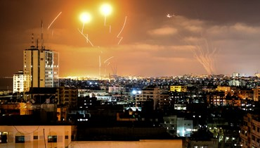 """غارات نحو غزّة ردّاً على استهداف """"القسّام"""" إسرائيل بالصواريخ... دعوات للتهدئة ونتنياهو يتوعّد (صور وفيديو)"""