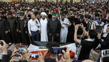 تشييع الناشط العراقي إيهاب الوزني في كربلاء الأحد.(أ ف ب)