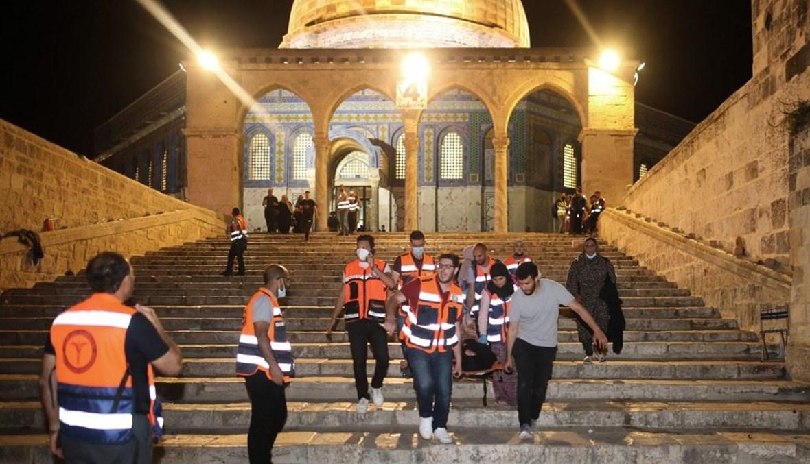 مواجهات في المسجد الأقصى بين فلسطينيين وقوات إسرائيلية (أ ف ب).