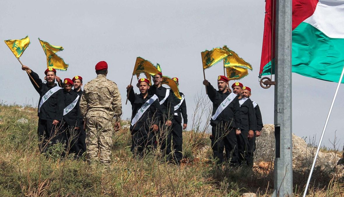 """عناصر لـ""""حزب الله"""" يحتفلون بـ""""يوم القدس"""" عند الحدود الجنوبية (أ ف ب)."""