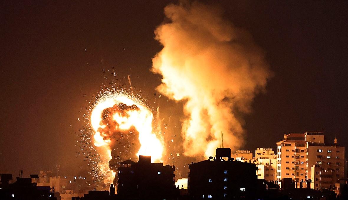 القصف الإسرائيلي على غزّة ليل الاثنين الثلثاء (أ ف ب).