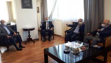 من اللقاء الذي جمع وزير الصناعة وأعضاء هيئة مكتب مجلس الإدارة في جمعية الصناعيين اللبنانيين.