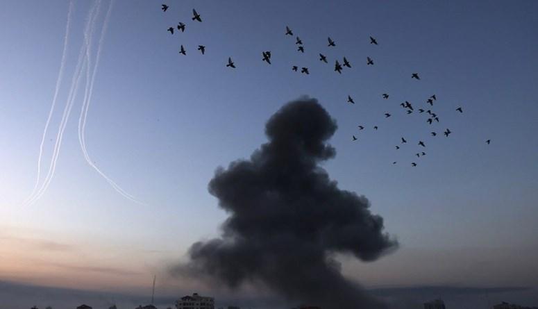 """صواريخ """"حماس"""" تصل إلى تل أبيب وقطاع غزة تحت النار... آخر المستجدّات"""