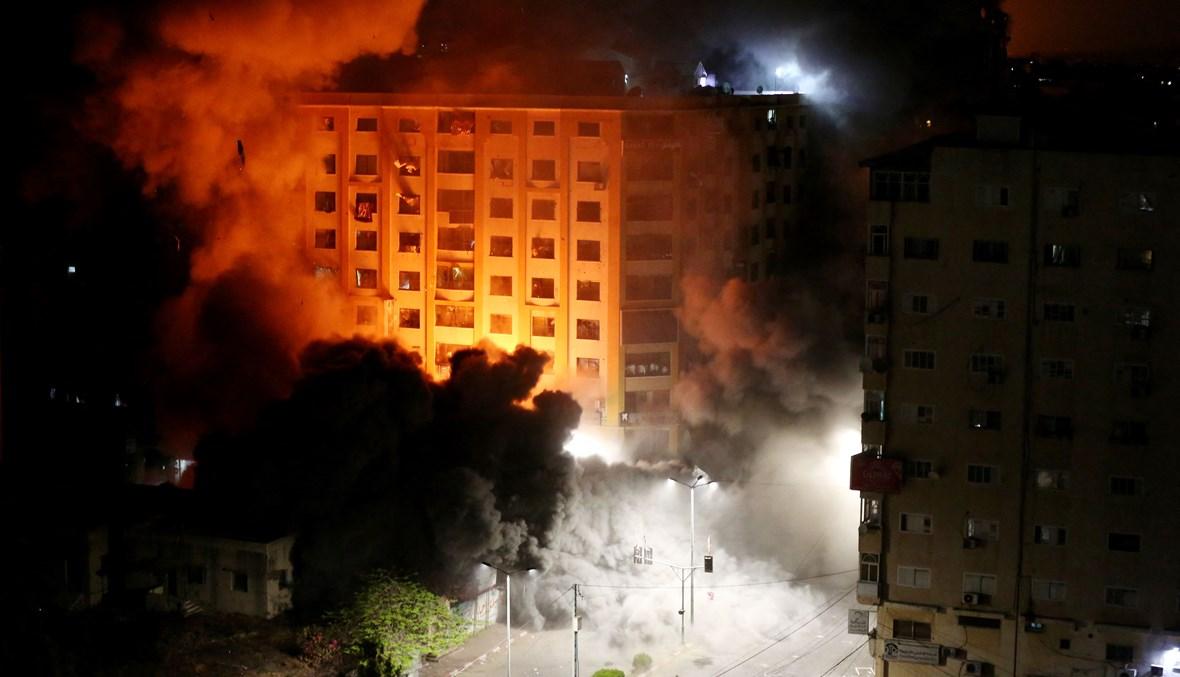 البرج السكني الذي استهدفته غارة إسرائيلية ليل أمس في غزة (أ ف ب).