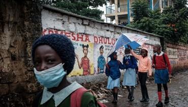طلاب مدرسة ابتدائية في حي كيبيرا الفقير بنيروبي (10 ايار 2021، أ ف ب).
