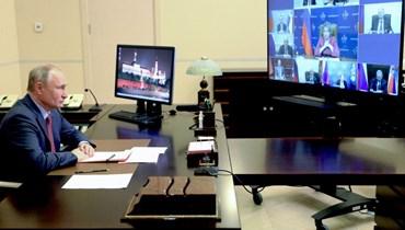 """بوتين يترأس اجتماعًا لمجلس الأمن عبر الفيديو في مقر الإقامة """"نوفو أوغاريوفو"""" الحكومي خارج موسكو (14 ايار 2021، ا ف ب)."""
