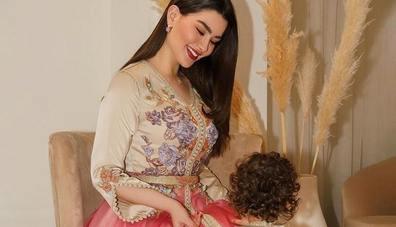 روان بن حسين وابنتها لونا بالقفطان ذاته في عيد الفطر (صور)